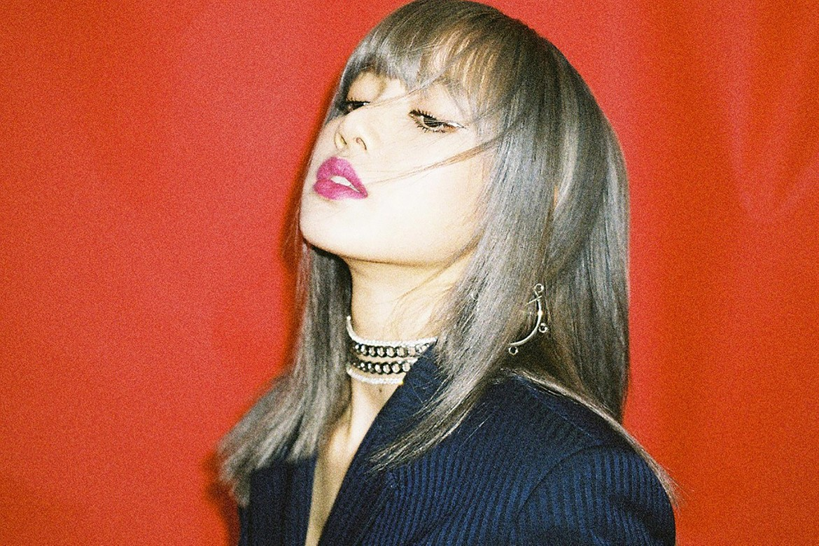 "BLACKPINK LISA nationality, Western appearance? ""Four languages available"""