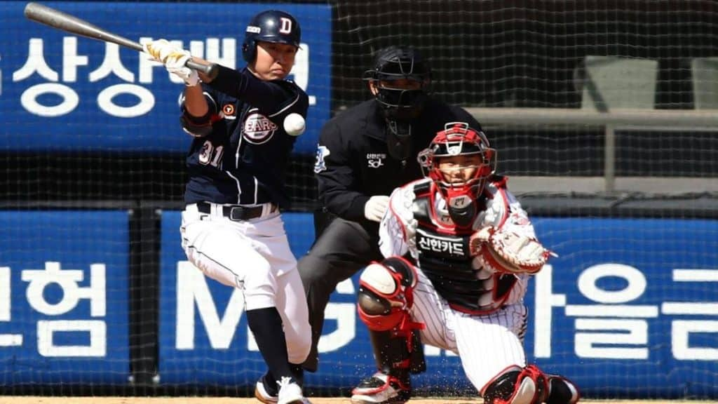 What is the meaning and effect of the first KBO League live broadcast across the U.S.?