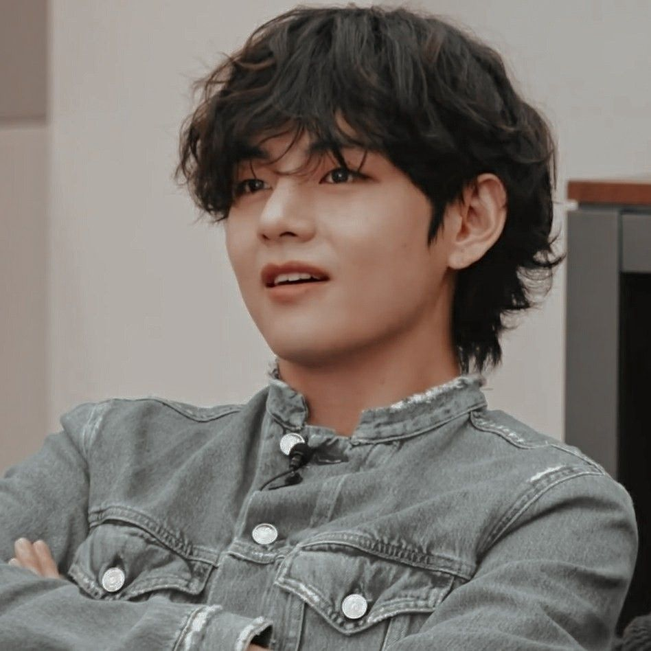 "BTS V, ""I'm scared of the act of 'fake fans.' Please keep that in mind"""